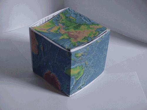 Terre en cube 1 en papier avec le pliage huitenun - Faire un cube en papier ...