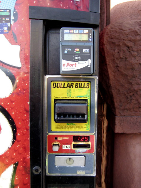 vending machine that takes credit cards