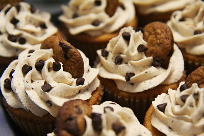 Chocolate chip cookie dough cupcakes! | by hellobaker