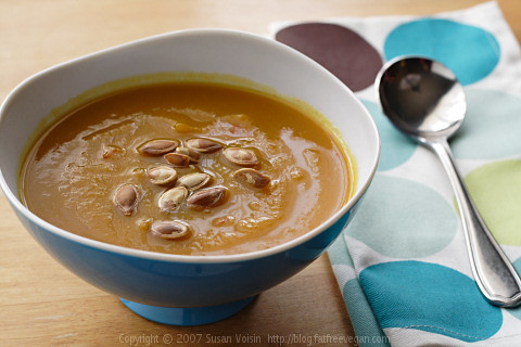 Roasted Pumpkin and Garlic Soup | by domin0