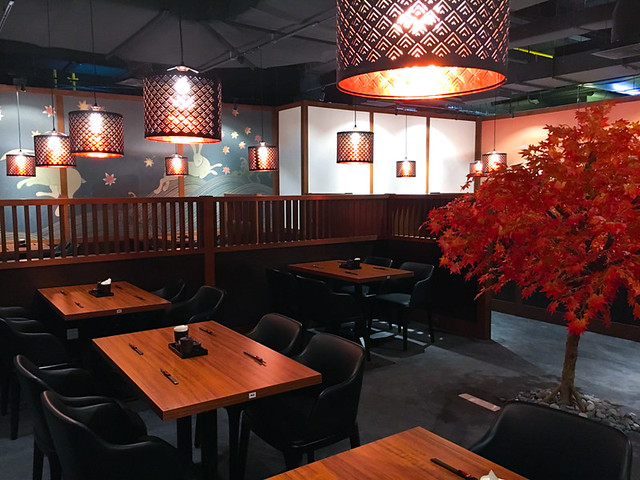 aragan-yokocho-quill-city-mall-autumn-season-seating area