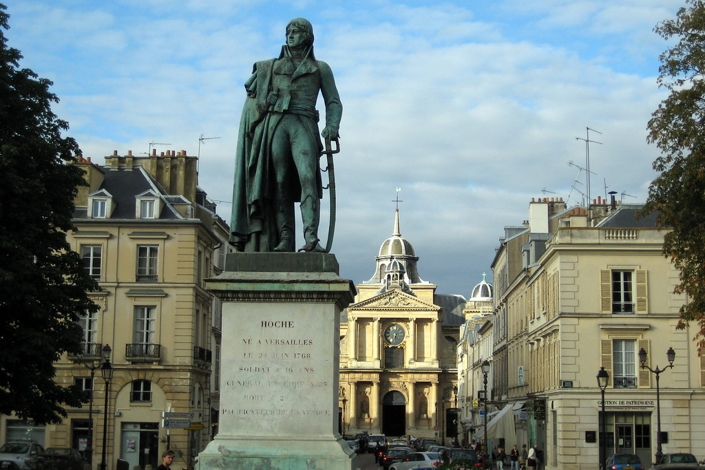 Versailles place hoche et l 39 glise notre dame de versail for Piscine versailles