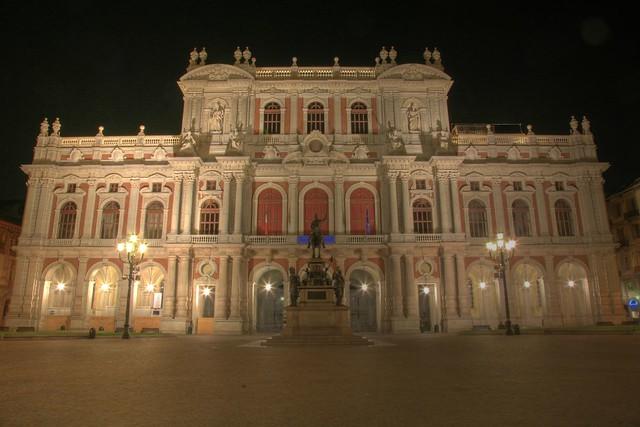 Torino piazza carlo alberto palazzo carignano tur for Dove si riunisce il parlamento italiano