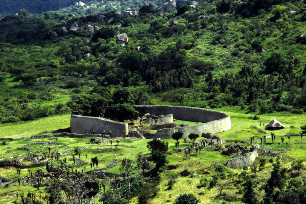 Great zimbabwe ruins tineke speelman flickr great zimbabwe ruins by 10 us sciox Image collections