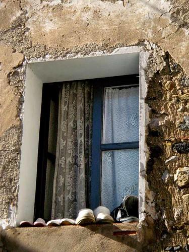 Sabates a la finestra cutuca flickr - La finestra album ...