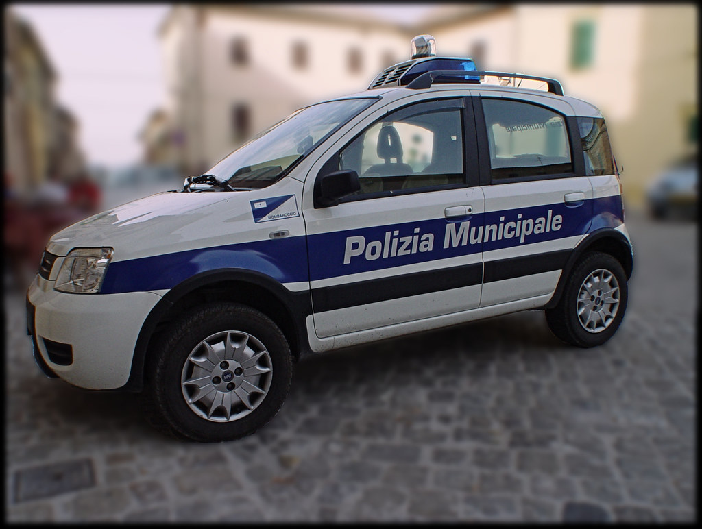 grosse voiture de police italienne voitue de police de la flickr. Black Bedroom Furniture Sets. Home Design Ideas