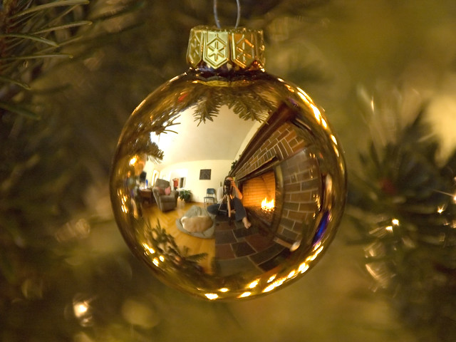 Tips for making Christmas Ornaments. This year, make custom Christmas photo ornaments that transform once-in-a-lifetime moments into unique photo gifts you can hold onto forever.