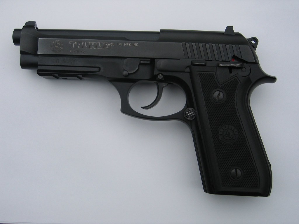 Taurus 9mm left pt92 af taurus 9mm pt92 af - Taurus mycook 1 6 precio ...