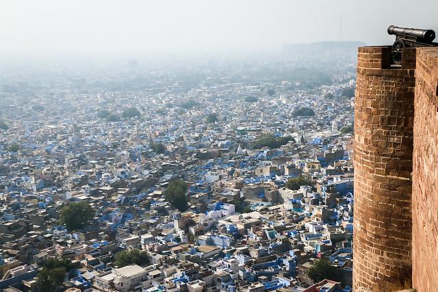 Panoramic view from Mehrangarh Fort, Jodhpur, India メヘラーンガル・フォートから見たジョードプルの町並み