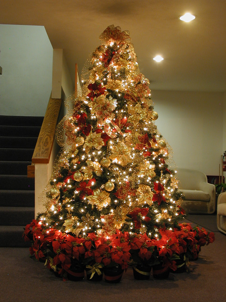 7.5-ft Red & Gold Christmas Tree | A 7.5' Pre-lit tree decor… | Flickr
