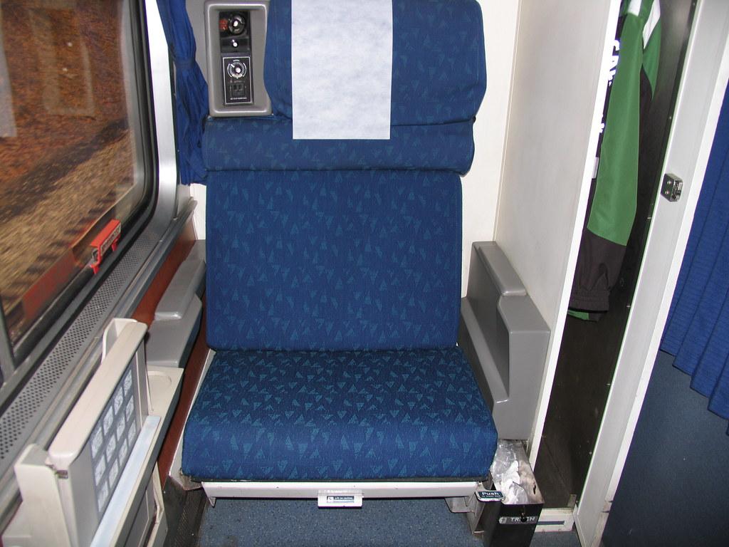 superliner roomette 2 dave leritz flickr. Black Bedroom Furniture Sets. Home Design Ideas