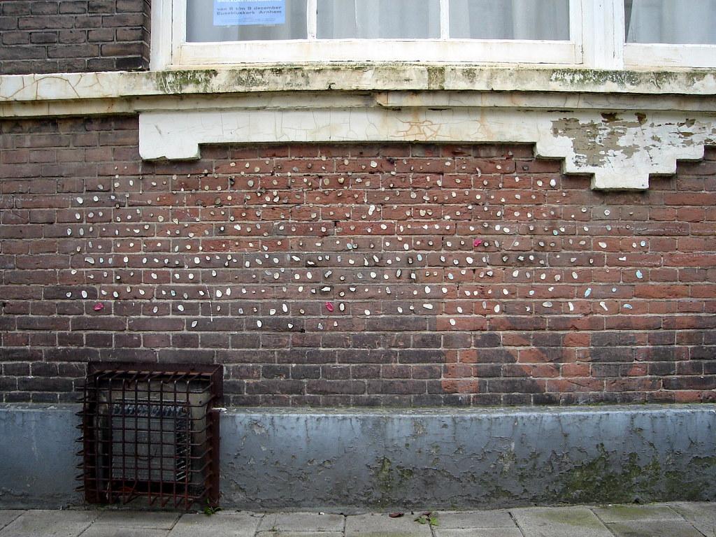 Kauwgommuur   Hier groeit de kauwgom uit de muur   Robert Tannemaat   Flickr