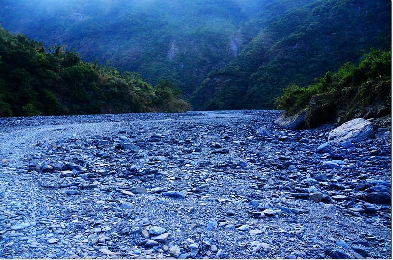 吐蛇流河床路 2