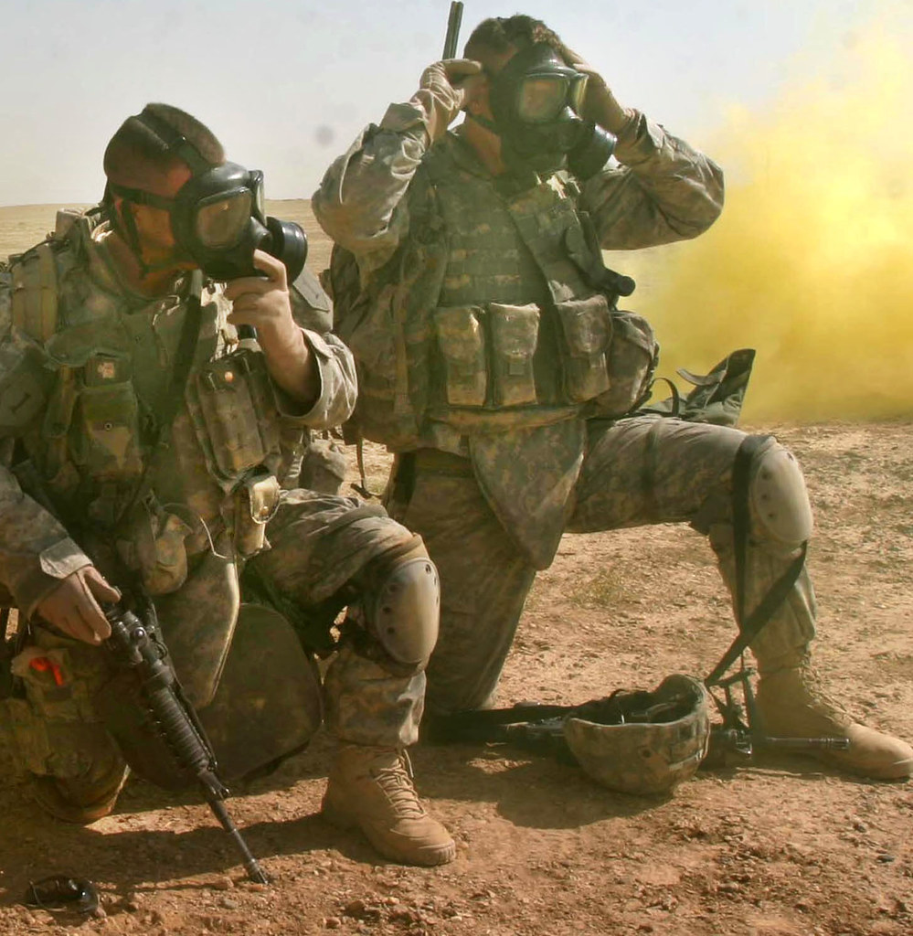 iraq | U.S. Army Soldiers put their gas masks on for a ...