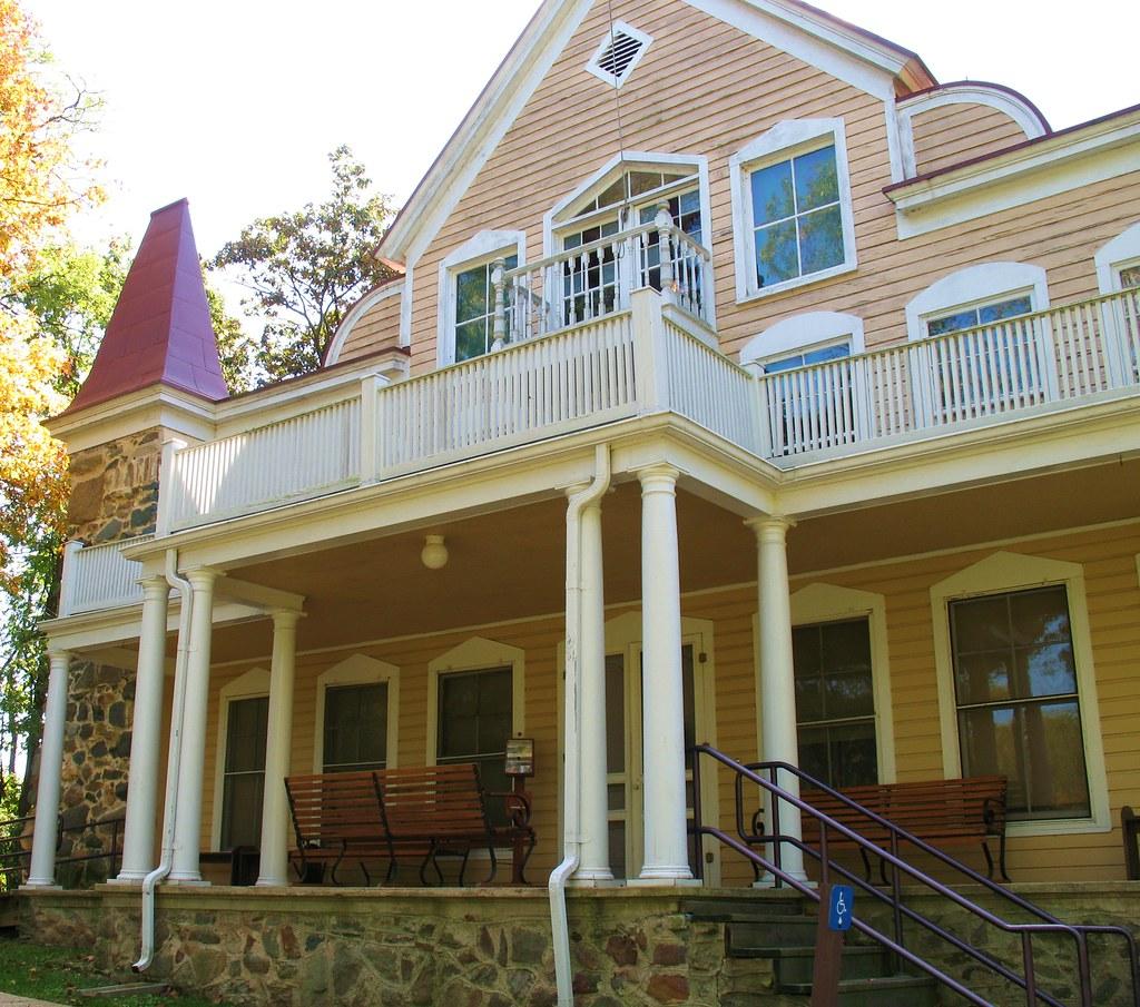 Clara barton house 1 the clara barton house in glen echo for Clara house