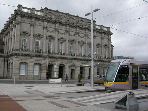 how to get to dublin zoo from heuston station