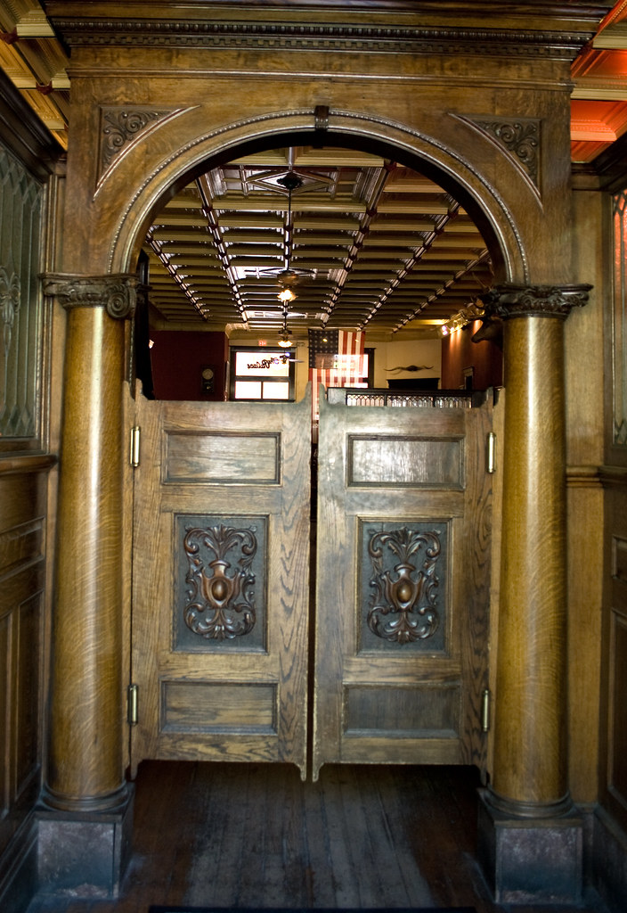 Palace Saloon Doors The Wooden Swing Doors Into The Palace Flickr