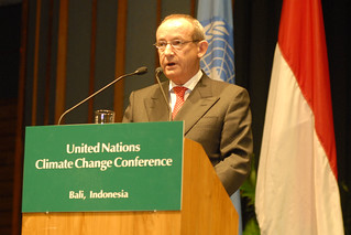 Secretary of UNFCCC Yvo De Boer | by Oxfam International