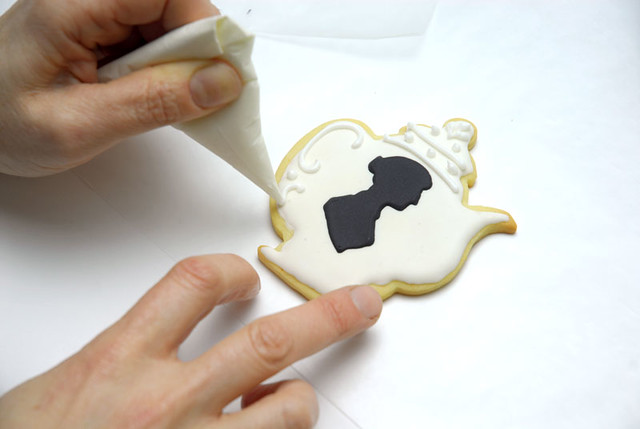 How To: Decorate a Jane Austen Teapot cookie