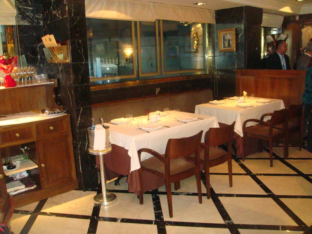 Restaurante puerta 57 madrid mesas de la zona de barra flickr - Restaurante puerta 57 madrid ...