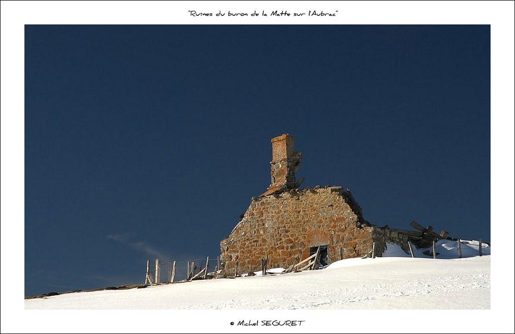 Ruines du buron des mattes plateau de l 39 aubrac cantal for Buron aubrac