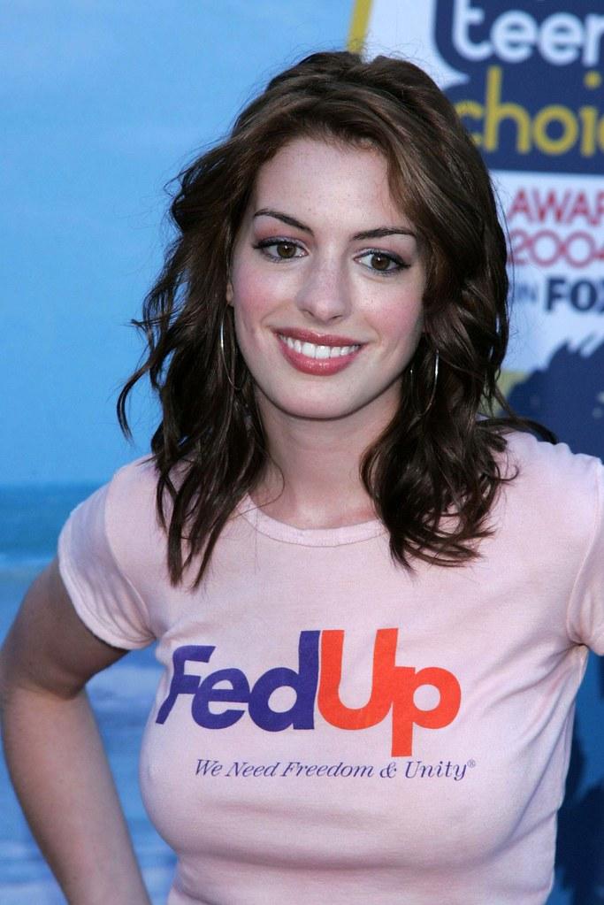 2004 Teen Choice Awards  Anne Hathaway  Adam Leonardo -6884