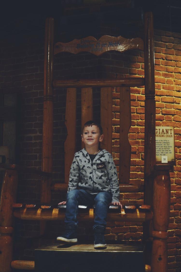 Giant chair ripleys