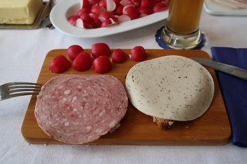 Bierwurst und Gelbwurst auf Brot