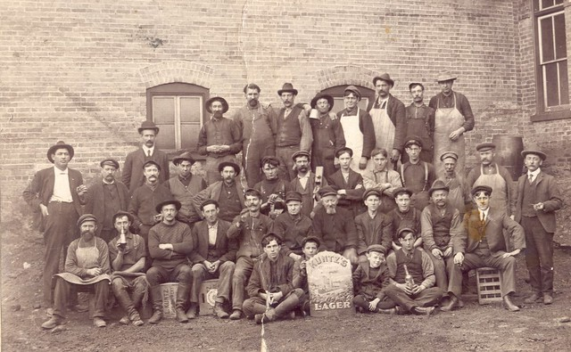 Kuntz-employees-1910s