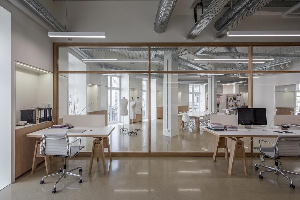 Showroom interior design for the Uniqlo brand by Ciguë Sundeno_02