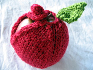 knitted apple cosy | by [Suse]