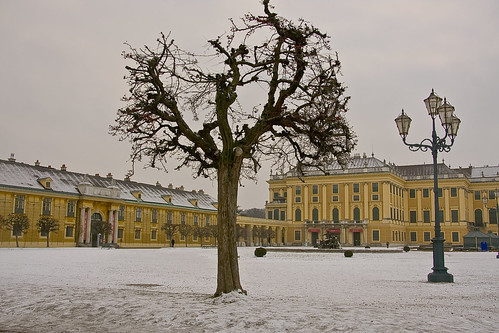 how to get to schonbrunn palace from karlsplatz