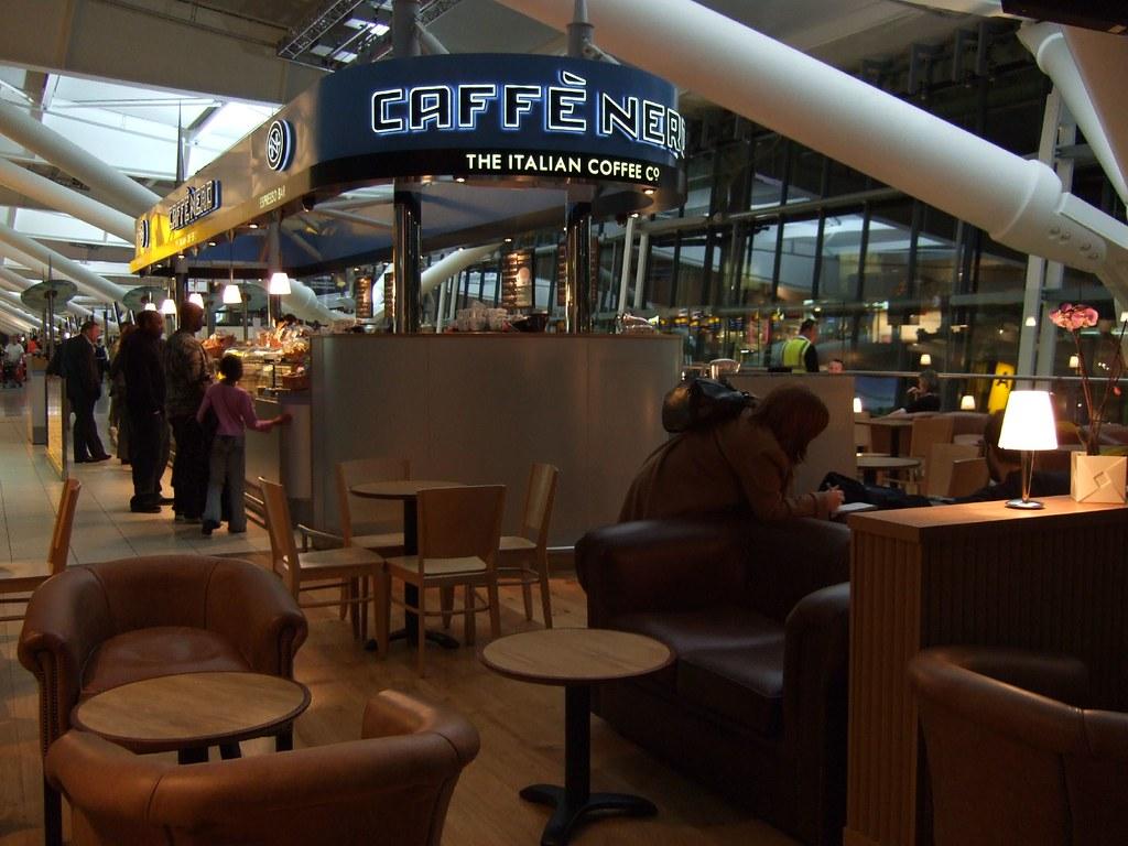 ... Caffè Nero (Terminal 5 Launch day - Heathrow Airport)   by  jaimelondonboy
