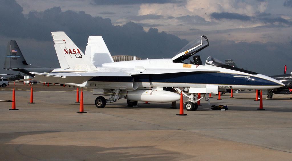 """McDonnell Douglas Boeing F-18 Hornet N850NA """"NASA 850"""" (Ed ..."""