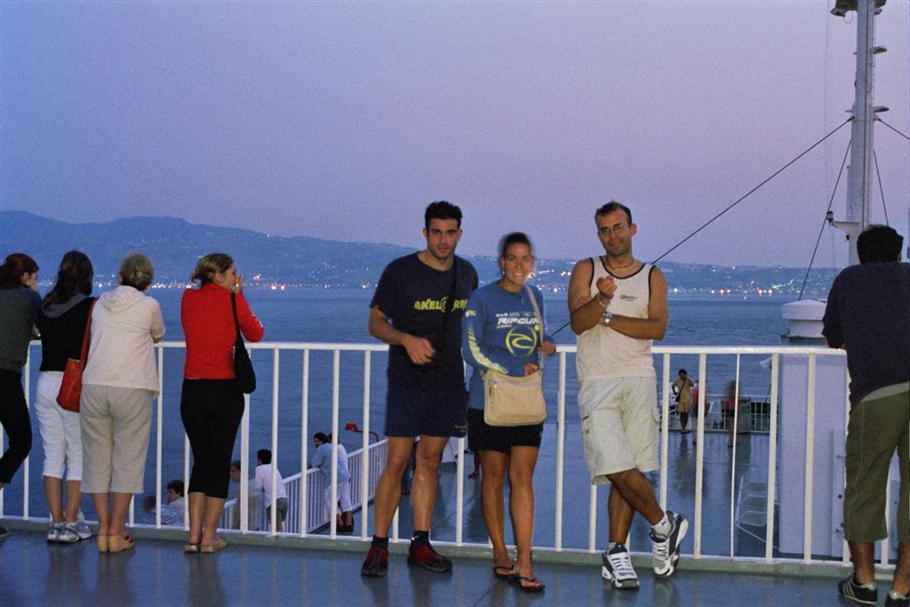 estrecho de Messina: En la cubierta del barco que cruza el estrecho de Messina cruzar de italia a sicilia - 2512771263 06d98ec37a o - Cruzar de Italia a Sicilia por el estrecho de Messina