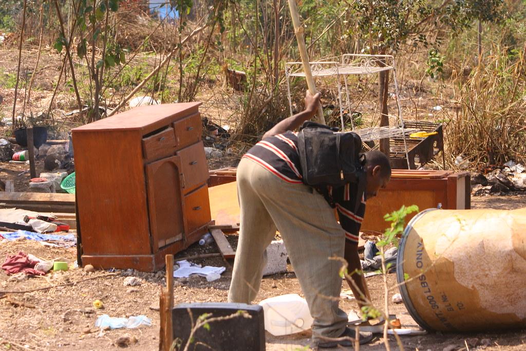 Haiti post s isme d 39 un d guerpissement l 39 autre ici s for Medlab canape vert haiti