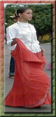 La de vestido con el marido 1 - 4 9