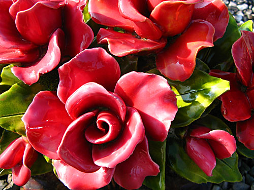 Red ceramic roses at the cemetery | Magda Wojtyra | Flickr