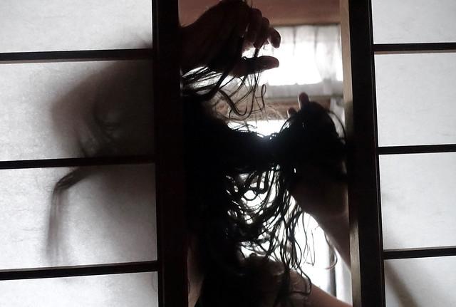 Daniela Tenhammの個展+パフォーマンス「Here I Am (ここに私はいます)」を開催します