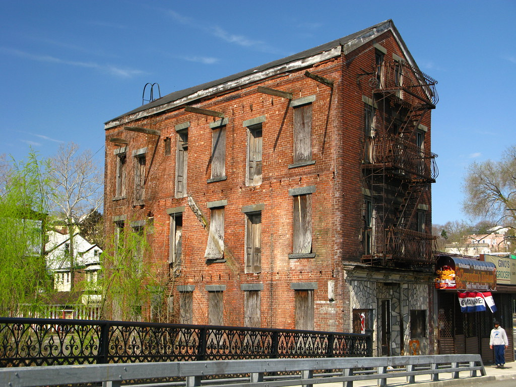 Old building paterson nj an old abandoned building for Family home plans com