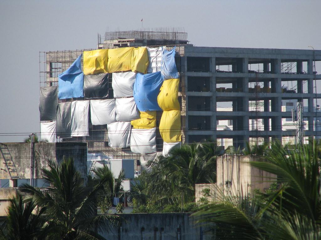 Construction Tarp Shelters : India sights culture construction tarps catchi