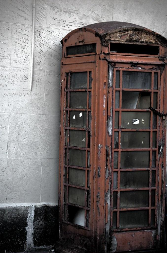 Cabina londinese a torino ii a london phone box in turin for Riparazione della cabina di log