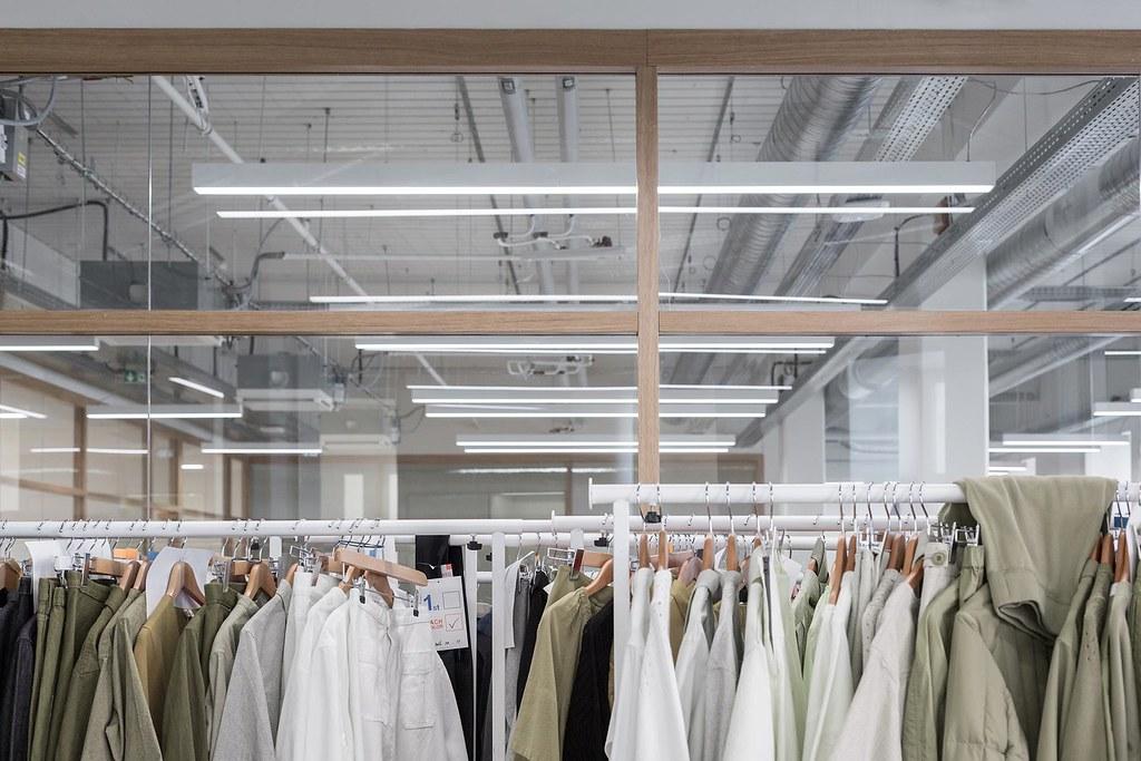 Showroom interior design for the Uniqlo brand by Ciguë Sundeno_12