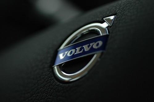 Volvo logo | Volvo logo from middle of steering wheel | Niklas Morberg | Flickr