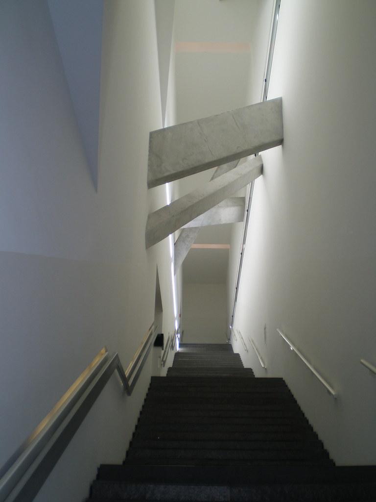 j disches museum jewish museum by daniel libeskind 1998. Black Bedroom Furniture Sets. Home Design Ideas