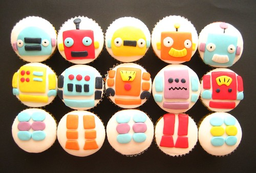 robot cupcakes swapped around | by hello naomi