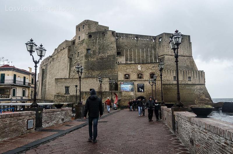 castell del'ovo en paseos por Nápoles