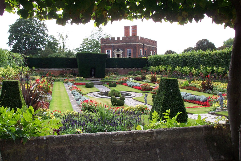 Hampton Court gardens | Hampton Court gardens | Flickr