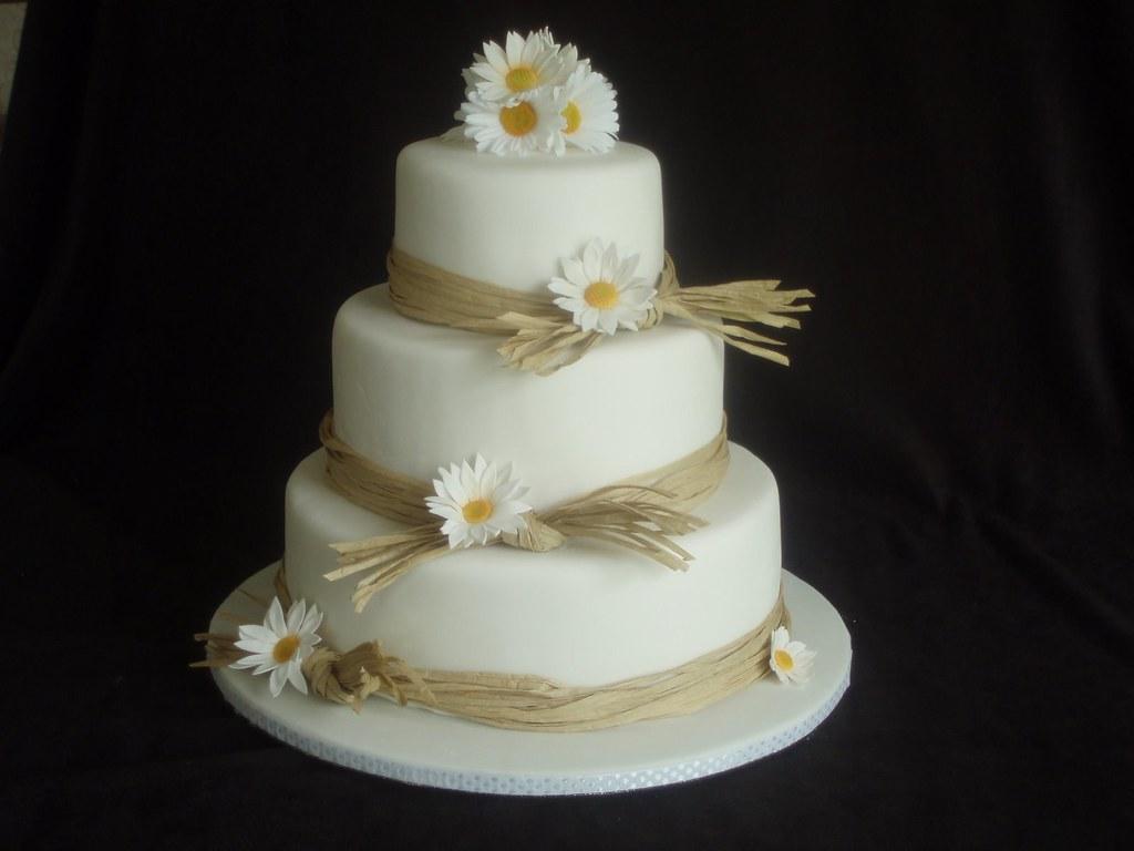 Daisy and Raffia wedding cake