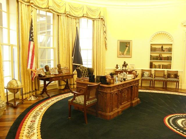 Clinton Presidential Library-25
